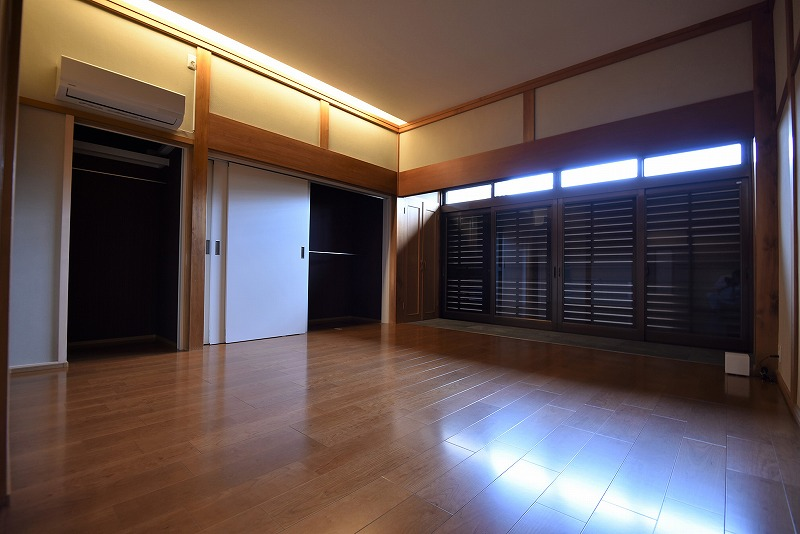 和室と縁側を一体化して大きな寝室にしました