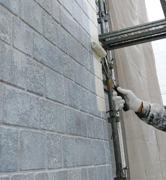 シーラー下地塗装の後、下塗り施工