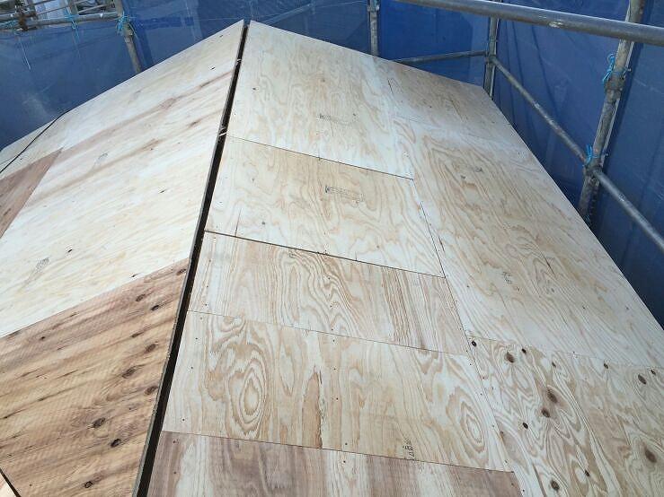 5.屋根の下地になる構造用合板を施行しました。